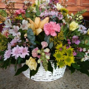cesta de flores variada mediana 50€