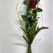 detalle de 3 rosas tallo largo 15€