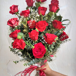 ramo de 18 rosas tallo largo 65 € reducido