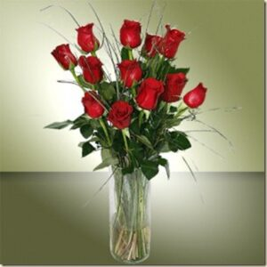 ramo de rosas en jarron