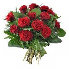 ramo de rosas rojas tallo largo 45€